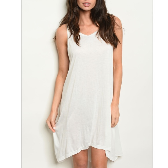 Basic white sleeveless tunic mini dress
